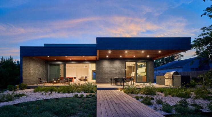 Una casa prefabbricata sostenibile e di design assemblata in appena due settimane